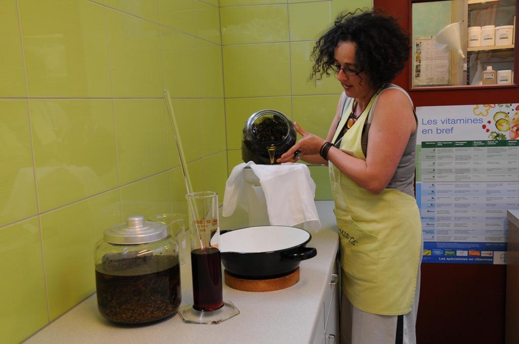 L'alchimiste de la maison, Florence Kuonen, fabrique ses propres potions dont les formules disparaîtront avec elle.